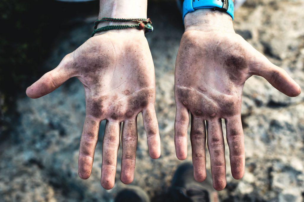 Trailbau Griechenland Aegean Trails Hände