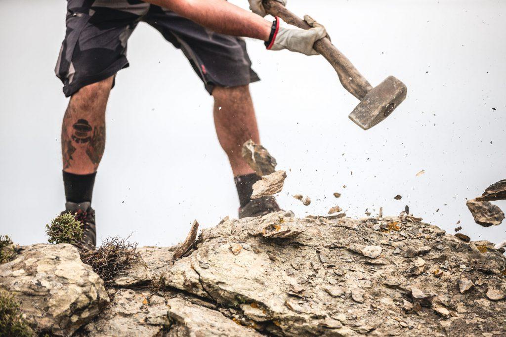 Trailbau Griechenland Aegean Trails Hammer Fels Steine