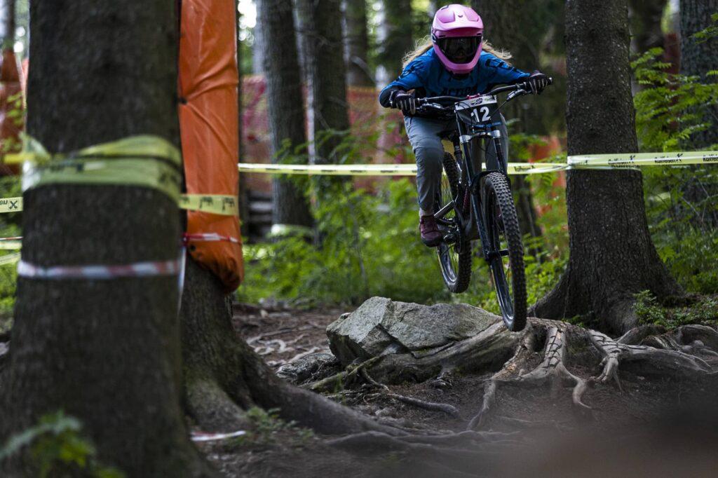 auner Austrian Gravity Series 2021 Bikepark Semmering Rosa Zierl